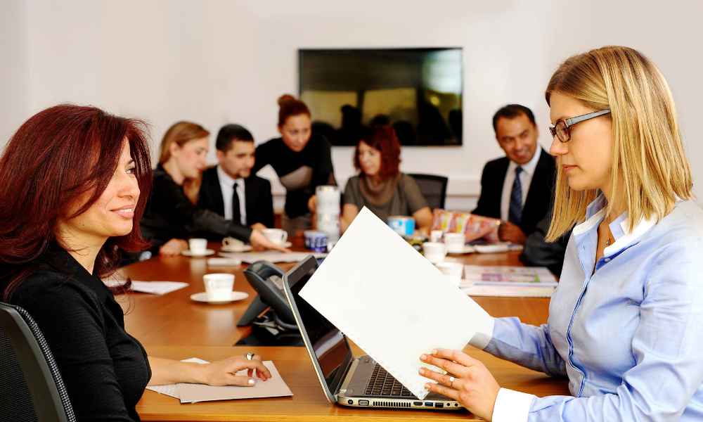 company experiencing cons of shared office space while coworking
